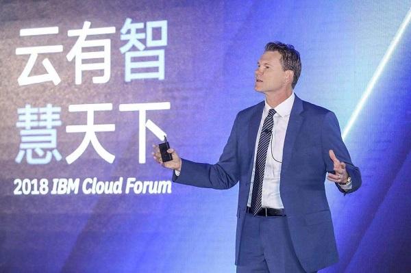IBM Watson及云平台全球总经理David Farrell在论坛上发表演讲.jpg