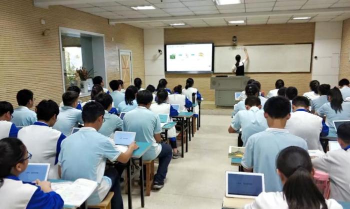 """小平板 """"大老师"""" ——商丘二高""""互联网+教育""""实践侧记"""