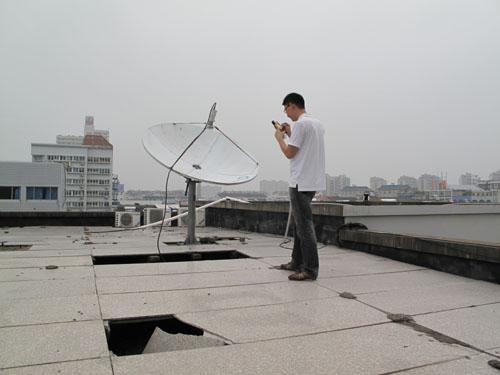 认真记录天线经纬度及其他技术指标