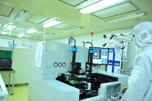 图为上海保隆汽车科技股份有限公司生产线