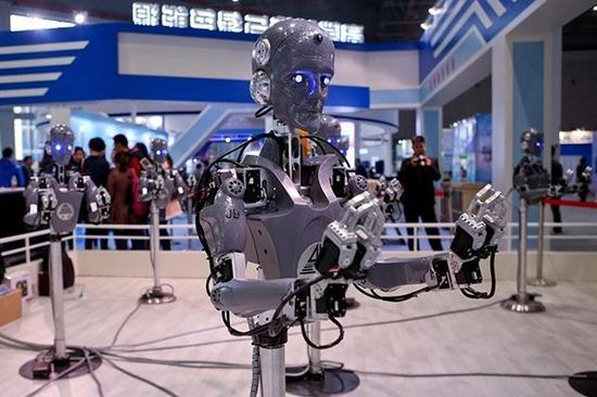 ▲2015年11月2日,中国广核集团采用柔性关节及控制技术并可实现人机共融作业的双机协调作业机器人。